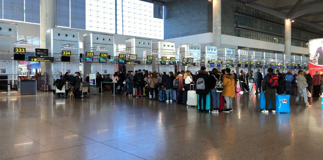 Você sabe quais são os seus direitos em casos de aeroporto fechado? Leia este artigo e entendao que pode fazer nessa situação.