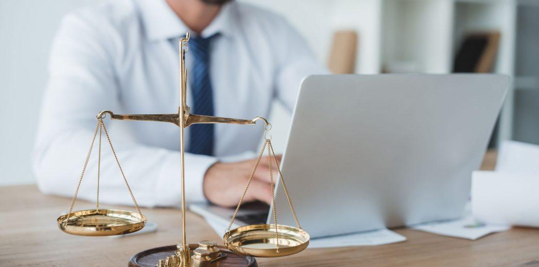 Você sabia que a advocacia online pode trazer vários benefícios para quem precisa do serviço? Confira o nosso post e saiba como funciona!