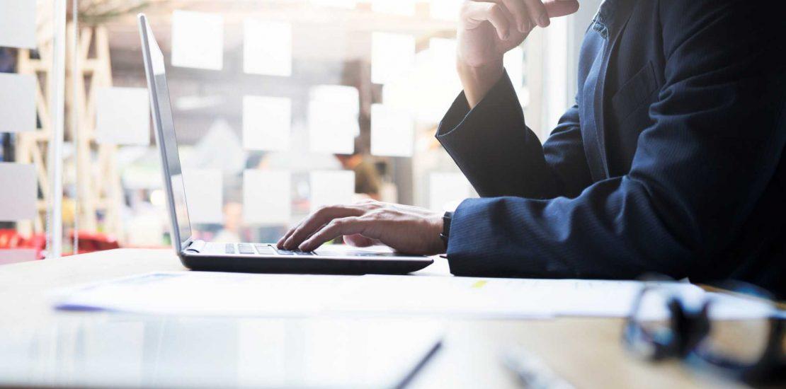 Neste post nós mostramos por que é uma boa ideia contratar uma consultoria jurídica para a empresa. Confira e saiba como esse serviço pode ajudar o negócio!